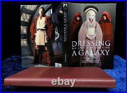 DRESSING A GALAXIE Die Star Wars Kostüme von Trisha Biggar Hochglanz, gebunden