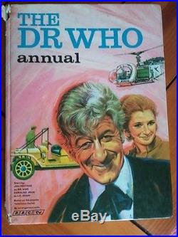 Dr Doctor Who Annual The Pink One Autograph by Jon Pertwee and Nicholas Courtney